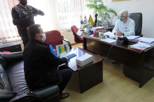 Humanost u vrijeme korone – Partner JU Bolnici Travnik uručio termovizijsku kameru