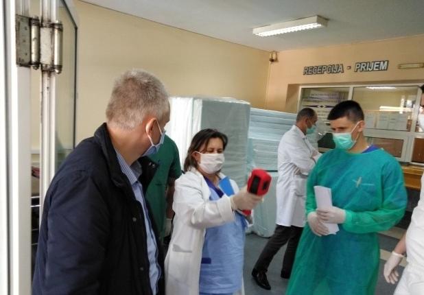 Humanost u vrijeme korone – Partner Zdravstvenom centru Brčko uručio termovizijsku kameru