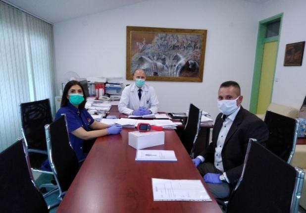Humanost u vrijeme korone – Partner MKF uručio termo vizijsku kameru i Općoj bolnici Tešanj