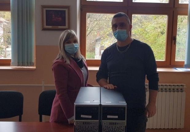 Partner MKF dodijelio server uređaje školi u Bosanskom Petrovcu